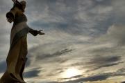 MONUMENTO A LA MADRE PATRIA, CON ATARDECER DETRAS